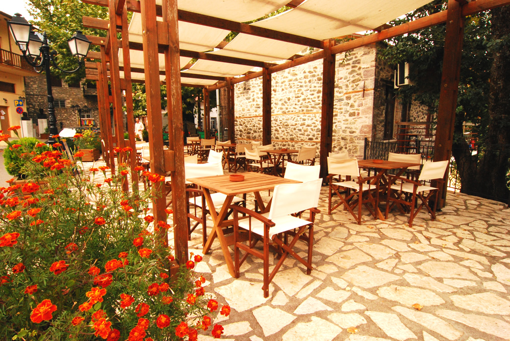 agathidis-hotel-rooms-karpenisi-prousos-cafe-01